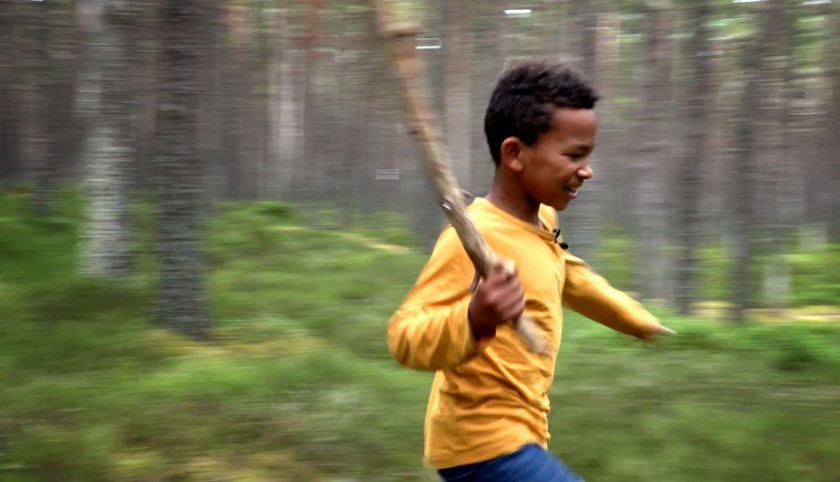 BB FAMILY PORTRAIT BOY RUNNING